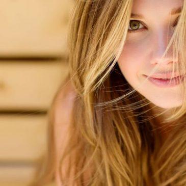 Clarear cabelo com camomila: dermatologista diz que funciona e ensina a fazer